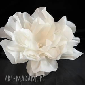 Kwiat w kolorze ecru, swarovski, jedwab, ozdoba, perła, ślub