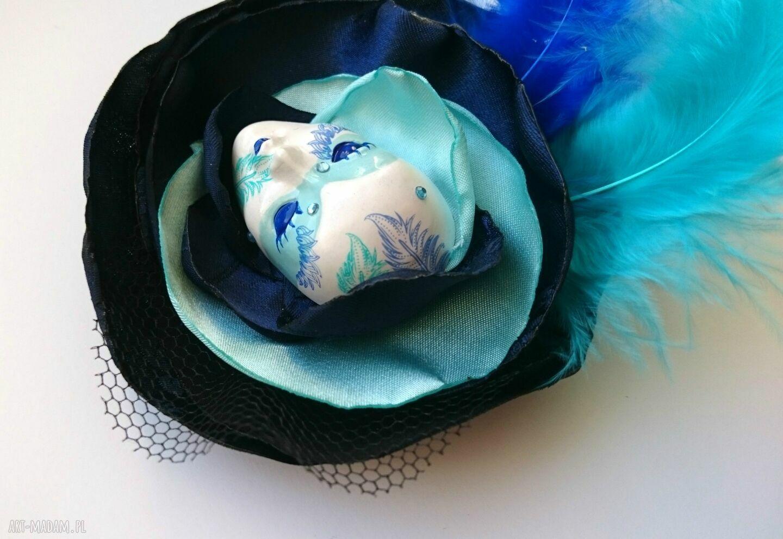 ręczne wykonanie broszki pióra broszka zkolekcji masquerade