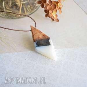 wisiorki geometryczny wisior z żywicy i drewna, wisior