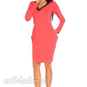 Sukienka Wiki 3, elegancka, wygodna, poszerzana, cięta, koronka, kieszenie