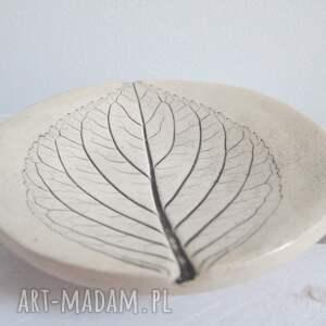ceramika malutki talerzyk z listkiem, fusetka, podstawka, roślinna