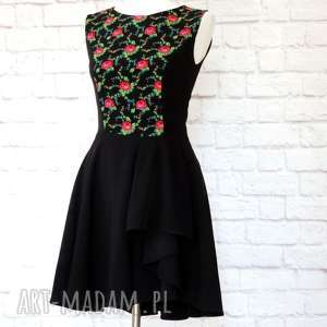 sukienka góralska z falbaną kwiaty folk czarna, sukienka, góralska