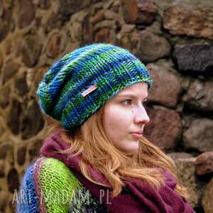 wyjątkowe prezenty, kolorowa czapka, czapki, na drutach