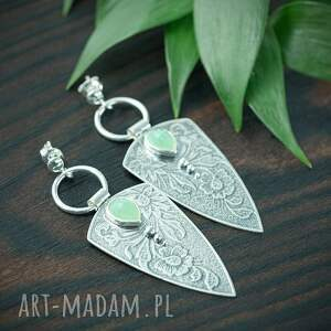 srebrne kolczyki trójkąty z chalcedonem i kwiatami, miętowym oczkiem