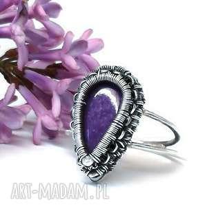 czaroit, pierścionek, srebro, fioletowy, kamień, biżuteria