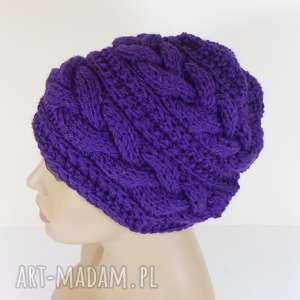 duża urokliwa czapka z warkoczami - czapka, warkocze, fioletowa