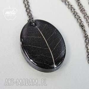 0345/~mela wisiorek z żywicy czarny, liść, naszyjnik, żywica, epoksyd