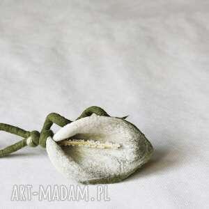 broszka- biała kalia - broszka, kwiat, ślub, przypinka, filcowanie
