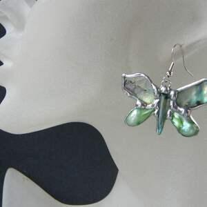 kolczyki motylki tęczowe seledynowe, motyl, motylki, masa perłowa