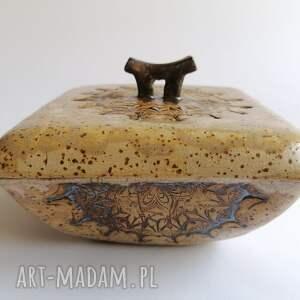 dekoracyjny pojemniczek z mandalą, ceramika rękodzieło, miseczka gliny