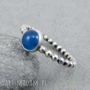 świąteczny prezent, simple blue w kulki, drobny, delikatny, z oczkiem