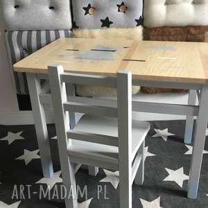 Pokoik dziecka wnetrze z gustem stolik dla dzieci, dziecka