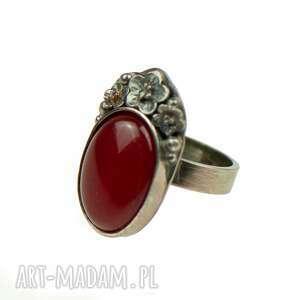srebrny pierścionek z czerwonym jadeitem carmen a851, pierścień