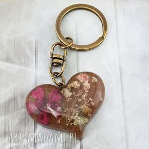 breloki 1163/mela - brelok do kluczy z żywicy serce, brelok, żywica, kwiaty