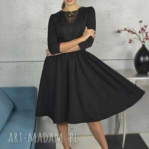 czarna sukienka z koronką, sukienka, midi, rozkloszowana, elegancka, kobieca
