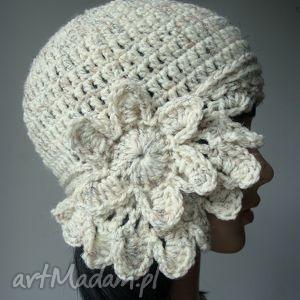 hand-made czapki ukwiecona