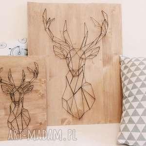 dekoracje obraz geometryczny jeleń wykonany techniką string art na drewnie