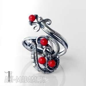 motyle srebrny pierścionek z koralem czerwonym, srebro, koral, wirewrapping