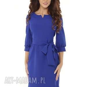 sukienka z dziubkiem i falbaną chabrowa, elegancka sukienka, modna