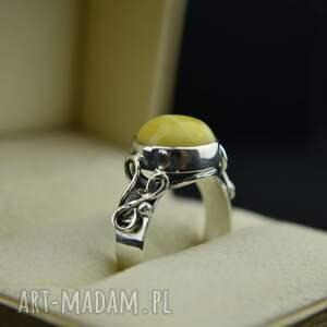 pierścionek z mlecznym bursztynem srebro, mleczny bursztyn
