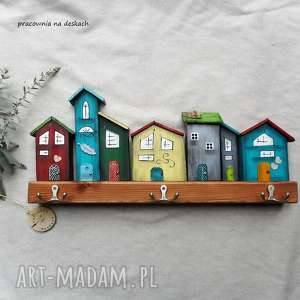 Kolorowe domki -wieszak wieszaki pracownia na deskach dom