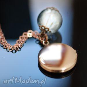 pozłacany na różowo naszyjnik z dmuchawcami i medalionem - medalion