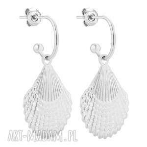 srebrne kolczyki z muszlami - półkola, eleganckie, muszelki, sztyfty