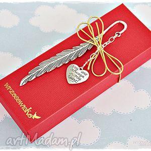 prezent dla ukochanej osoby - zakładka, książki, prezent, walentynki, serce