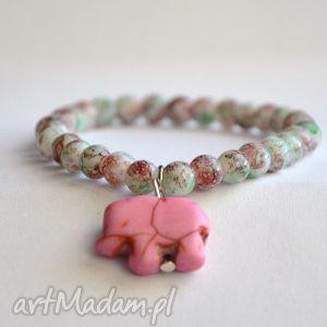 bracelet by sis mozaikowe korale z różowym słoniem, słoń, howlit, różowy