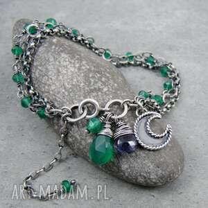 handmade moc łańcuszków z księżycem i zielony onyks