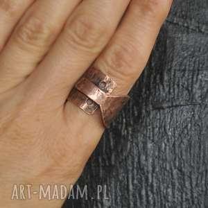 pierścionek z kutej,oksydowanej miedzi /13/, pierścionek, kuty, oksydowany
