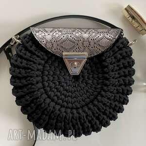 handmade na ramię szydełkowa torebka damska oreo czarna z ażurową