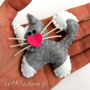 kotek - broszka z filcu - filc, broszka, serce, wąsy, dziecko, prezent