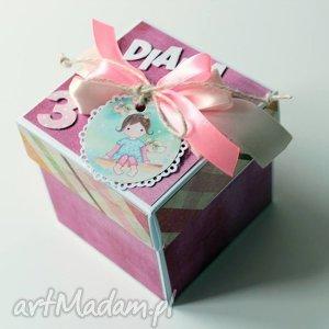 ręcznie wykonane scrapbooking kartki pudełko - niespodzianka na urodziny dla dziewczynki