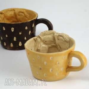 ceramiczna filiżanka kubek z figurką konia miodowo-beżowa, filiżanka, kubek
