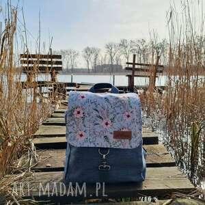 plecak z kwiatuszkami niebieski, plecak, pojemny, wakacje, wodoodporny, klapka