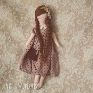 Bajka w Sweterku z torebką i motylkiem - Ala, lalka, sweterek, groszki, sukieneczka