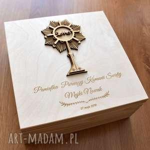 Drewniane, grawerowane pudełko na prezent komunijny pudełka