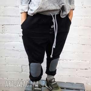 Czarne spodnie typu jogger, spodnie, joggery, dziecko, chłopak, bawełna, joggers