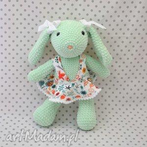 handmade maskotki szydełkowa maskotka króliczek miętowy