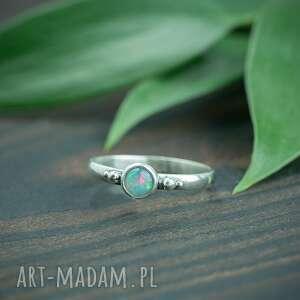 srebrny pierscionek z opalem i kuleczkami, pierścionek, pierścionek
