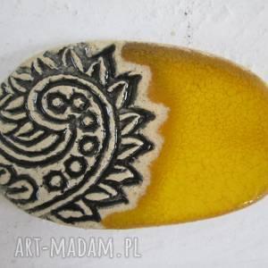 broszka dla pani Arlety, żółta-broszka, broszka-ceramiczna, etno-broszka, etniczna,