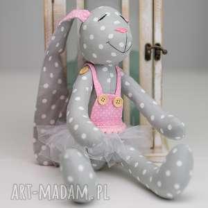 królik z imieniem prezent, królik, prezent, imię maskotki dla dziecka