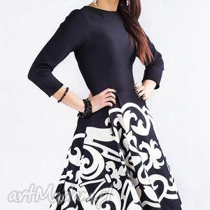 Sukienka ZUZA MIDI Arabeska, rozkloszowana, wzorzysta, dopasowana, midi, elegancka