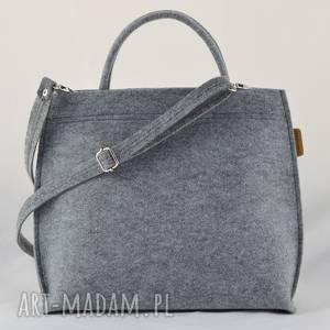 torebka do ręki i na długi pasek, kuferek średni szary filcowy, kufer suwak, filc