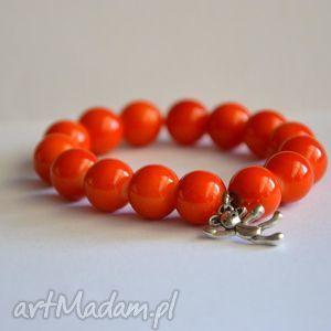 srebrny miś w pomarańczowych koralach, miś, korale, kule, nowość, prezent