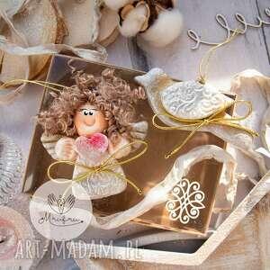 świąteczny podarek paczuszka skrzydlatych zawieszek anioł i ptak pudełeczko