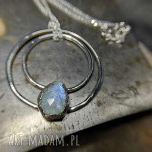 srebrny naszyjnik z kamieniem księżycowym, koło, surowy, srebro, minimalistyczny