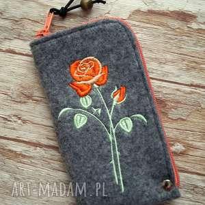filcowe etui na telefon - róża, smartfon, pokrowiec, haftowane, ozdobne, różyczka