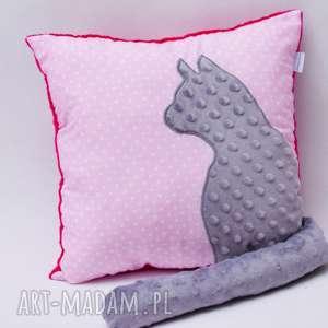 poduszka kotek z ogonem, kotem 3d wystającym szary kotek, różowa